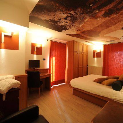 Art Room matrimoniale Alessandro Bazan con soffitto dipinto