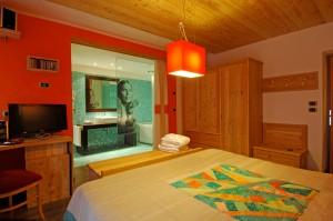 hotel isolabella music room