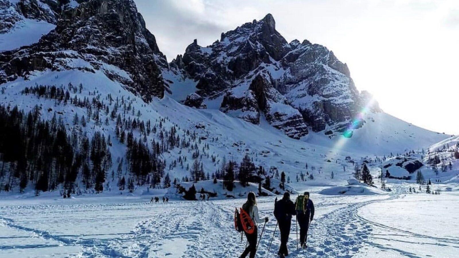 Passeggiate con le ciaspole sulla neve sotto le Pale di San Martino