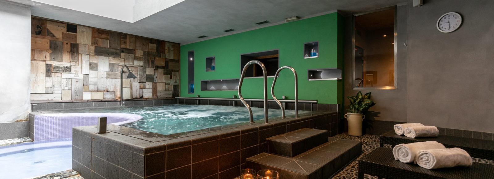 Vasca idromassaggio - centro benessere IsolaWellness - Hotel Isolabella - Primiero - Trentino