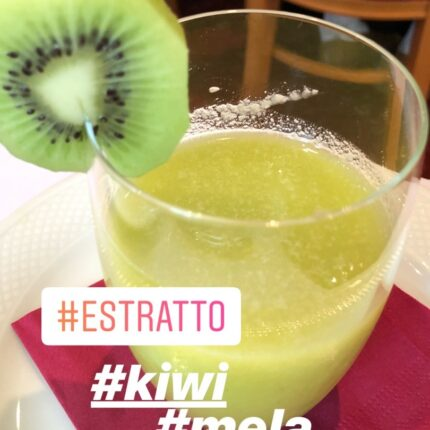 estratto di kiwi, mela e banana
